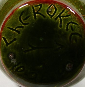 Cherokee pottery mark, incised on base of Native American vase.